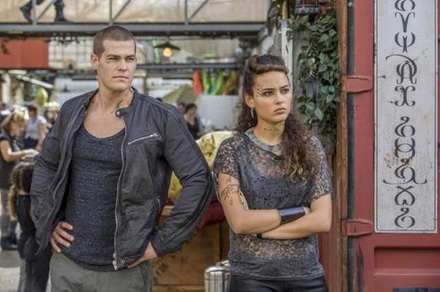 Star-Crossed: Greg Finley e Chelsea Gilligan nell'episodio Our Toil Shall Strive to Mend