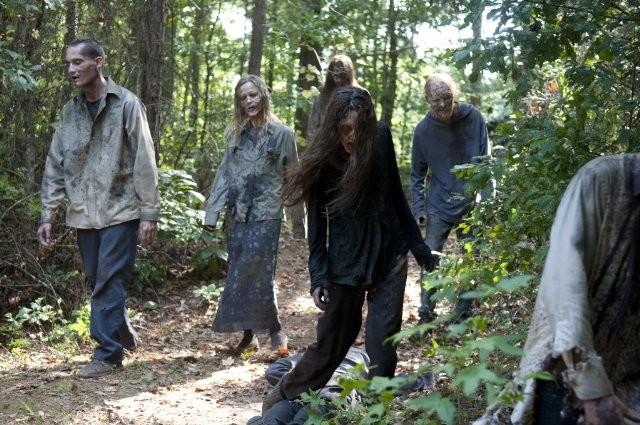 The Walking Dead: un'orda di Erranti nell'episodio Detenuti