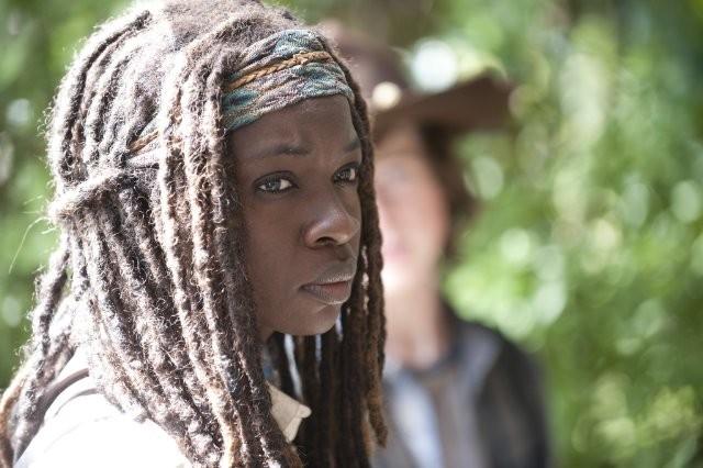 The Walking Dead: Danai Gurira è Michonne nell'episodio Salvare il mondo