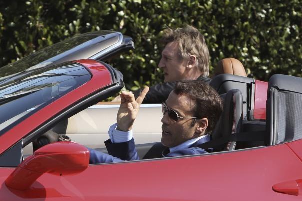 Entourage - The Movie: Liam Neeson e Adrian Grenier impegnati in una scaramuccia automobilistica