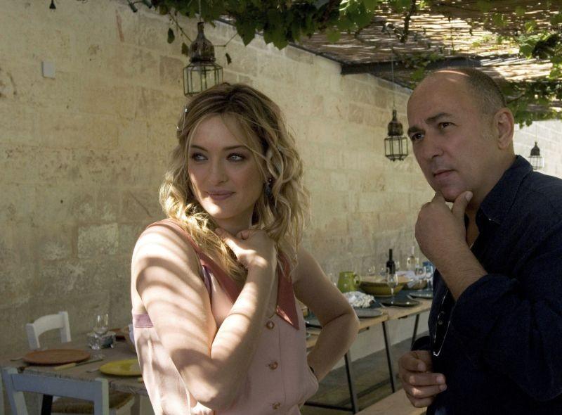 Allacciate le cinture: Il regista Ferzan Ozpetek con Carolina Crescentini sul set