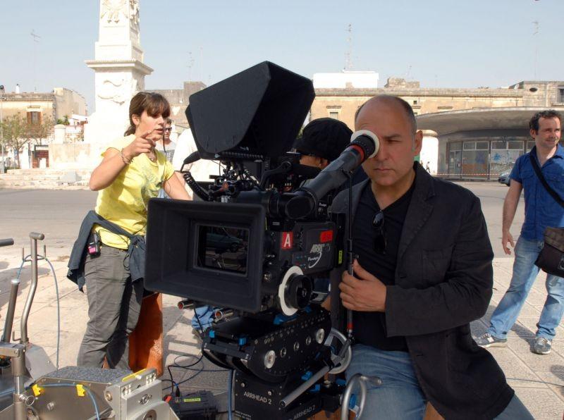 Allacciate le cinture: Il regista Ferzan Ozpetek sul set durante le riprese