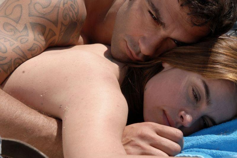 Allacciate le cinture: Kasia Smutniak e Francesco Arca in una scena d'amore tratta dal film