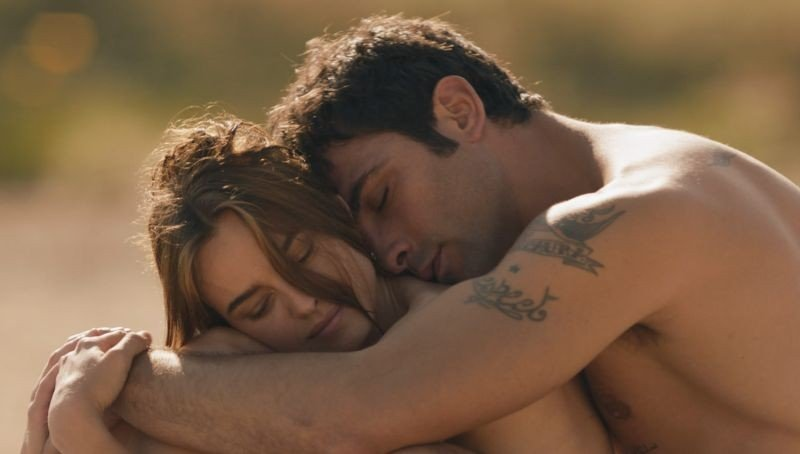 Allacciate le cinture: Kasia Smutniak e Francesco Arca in una sensuale scena del film