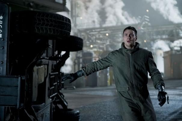 Godzilla: Aaron Taylor-Johnson in una scena