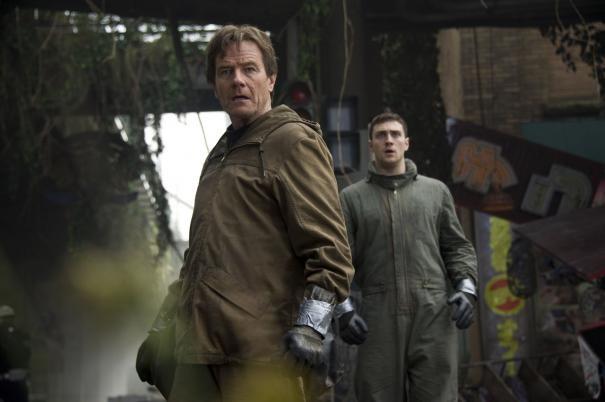 Godzilla: Bryan Cranston e Aaron Taylor-Johnson in una scena