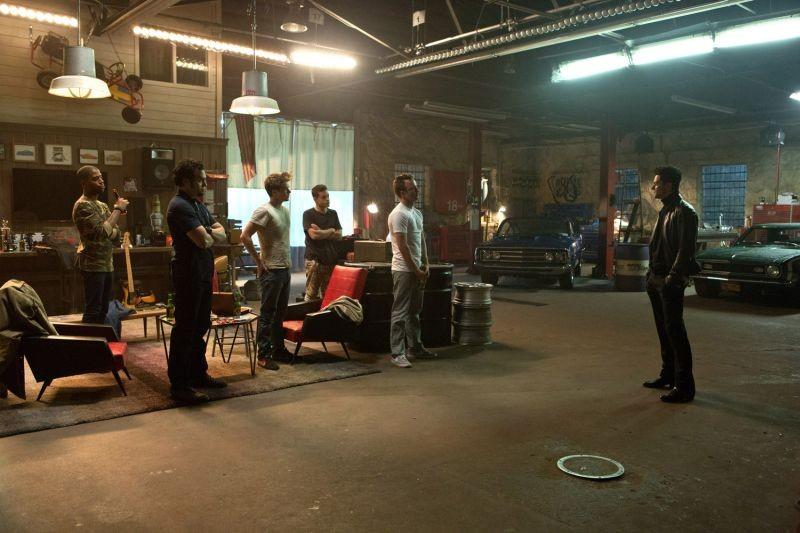 Need for Speed: Dominic Cooper, Aaron Paul, Ramon Rodriguez, Scott Mescudi e Rami Malek in una scena del film