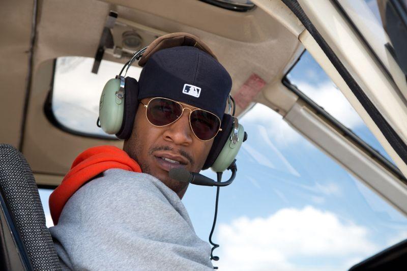 Need for Speed: Scott Mescudi alla guida di un elicottero in una scena del film