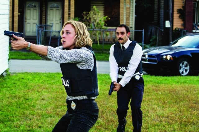 Those Who Kill: Chloë Sevigny e Omid Abtahi in una scena della serie