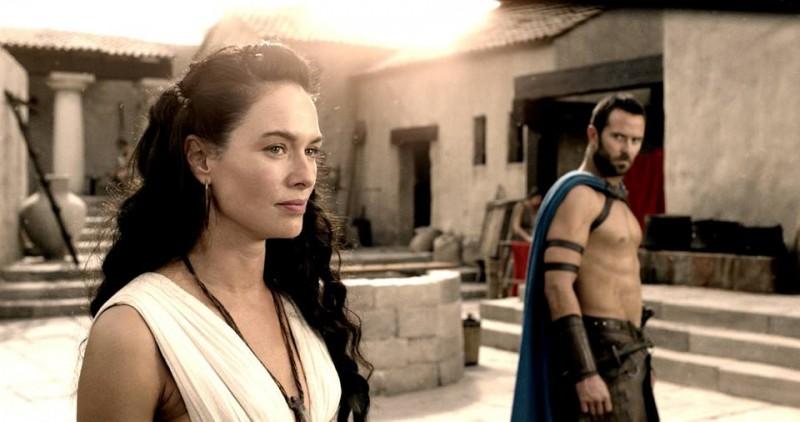 300 - L'alba di un impero: Lena Headey con Sullivan Stapleton in una scena del film