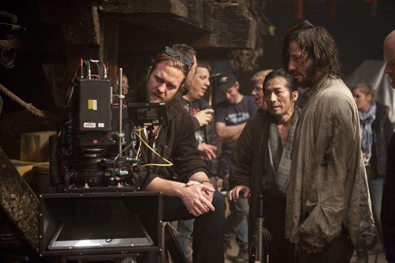 47 Ronin: Keanu Reeves sul set del film con Hiroyuki Sanada e con il regista Carl Rinsch