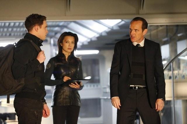 Agents of S.H.I.E.L.D.: Ming-Na Wen, Clark Gregg ed Iain De Caestecker nell'episodio TAHITI