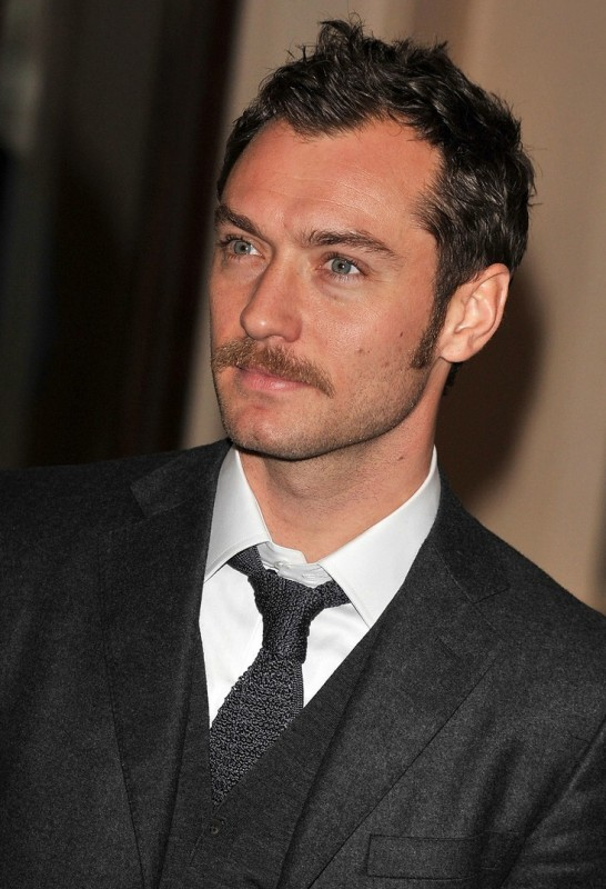 Jude Law con i baffi