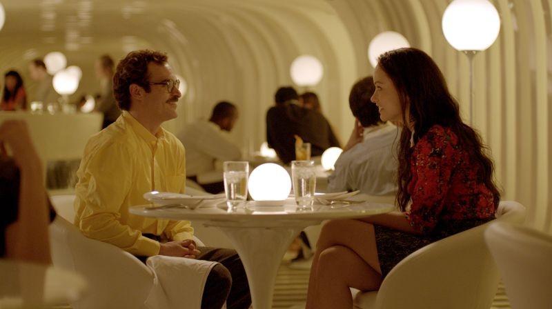 Lei: Joaquin Phoenix insieme a Olivia Wilde in una scena del film