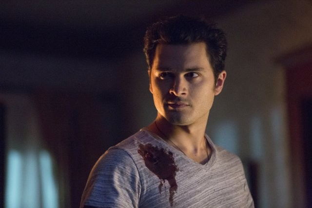 The Vampire Diaries: Michael Malarkey in una scena dell'episodio No Exit