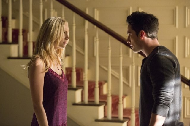 The Vampire Diaries: Michael Trevino e Candice Accola nell'episodio No Exit
