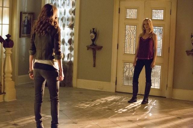 The Vampire Diaries: Olga Fonda e Candice Accola nell'episodio No Exit