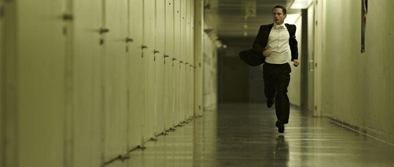 Elijah Wood protagonista del thriller nei panni del pianista Tom Selznick