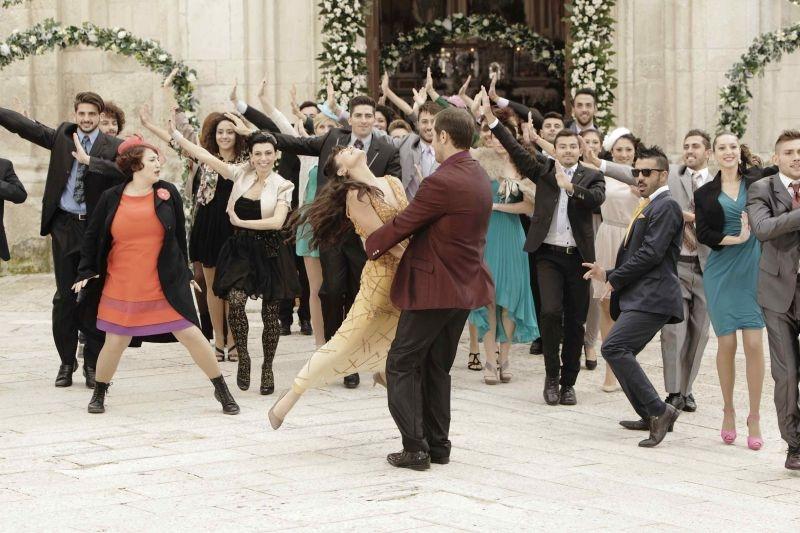 Amici come noi: una scena del film che omaggia Bollywood