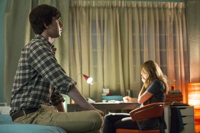 Bates Motel: Freddie Highmore nell'episodio Gone But Not Forgotten
