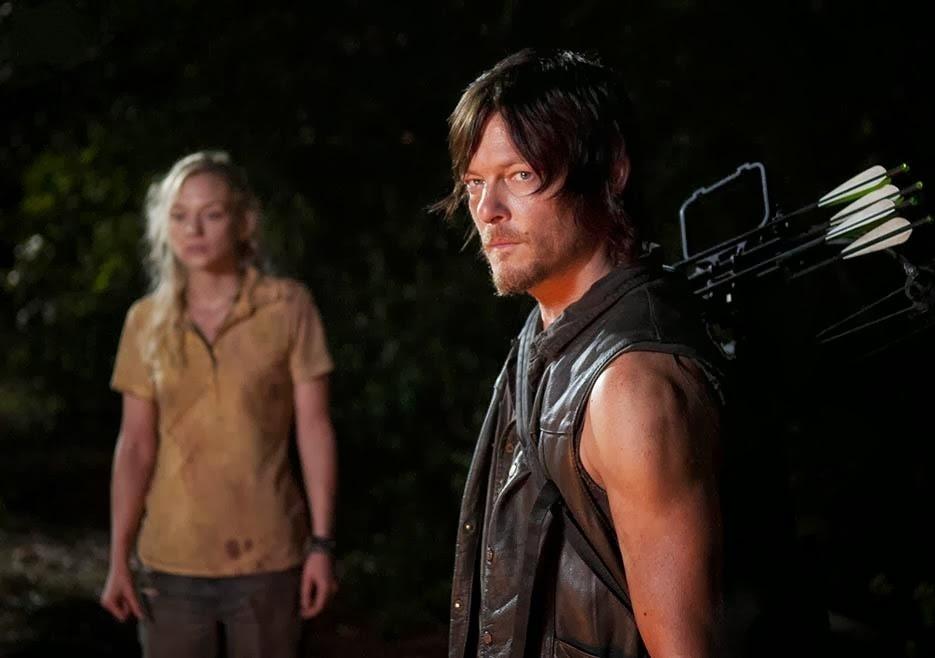 The Walking Dead: Norman Reedus ed Emily Kinney in una scena dell'episodio Solo