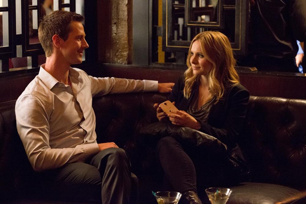 Veronica Mars: i protagonisti Jason Dohring e Kristen Bell in una scena del film