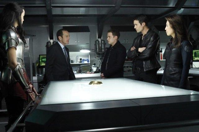 Agents of S.H.I.E.L.D.: Ming-Na Wen, Clark Gregg, Iain De Caestecker, Jaimie Alexander e Brett Dalton nell'episodio Yes Men