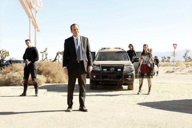 Agents of S.H.I.E.L.D.: Ming-Na Wen, Clark Gregg, Jaimie Alexander e Brett Dalton in una scena dell'episodio Yes Men