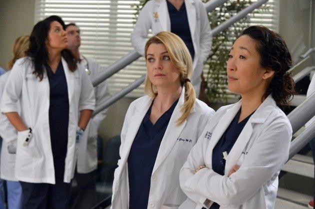 Grey's Anatomy: Ellen Pompeo, Sandra Oh e Sara Ramirez in una scena dell'episodio You've Got to Hide Your Love Away