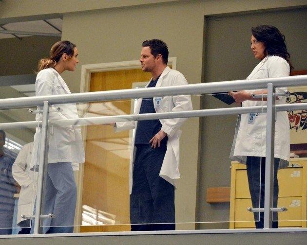 Grey's Anatomy: Justin Chambers, Sara Ramirez e Camilla Luddington in una scena dell'episodio You've Got to Hide Your Love Away
