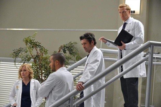 Grey's Anatomy: Kevin McKidd e Patrick Dempsey in una scena dell'episodio You've Got to Hide Your Love Away