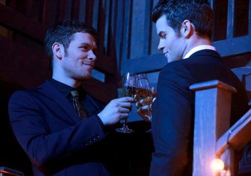 The Originals: Daniel Gillies con Joseph Morgan in una scena dell'episodio Moon Over Bourbon Street