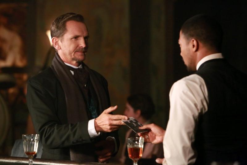 The Originals: Sebastian Roché con Charles Michael Davis nell'episodio Le Grand Guignol
