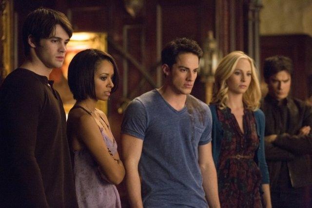 The Vampire Diaries: Ian Somerhalder, Michael Trevino, Candice Accola, Blake Tyers e Kat Graham nell'episodio Gone Girl