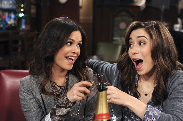 How I Met Your Mother: Rachel Bilson e Cristin Milioti nell'episodio How Your Mother Met Me