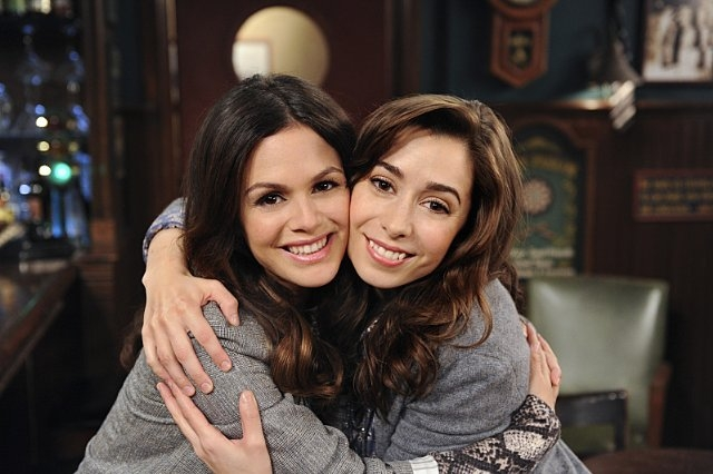 How I Met Your Mother: Rachel Bilson e Cristin Milioti sul set dell'episodio How Your Mother Met Me