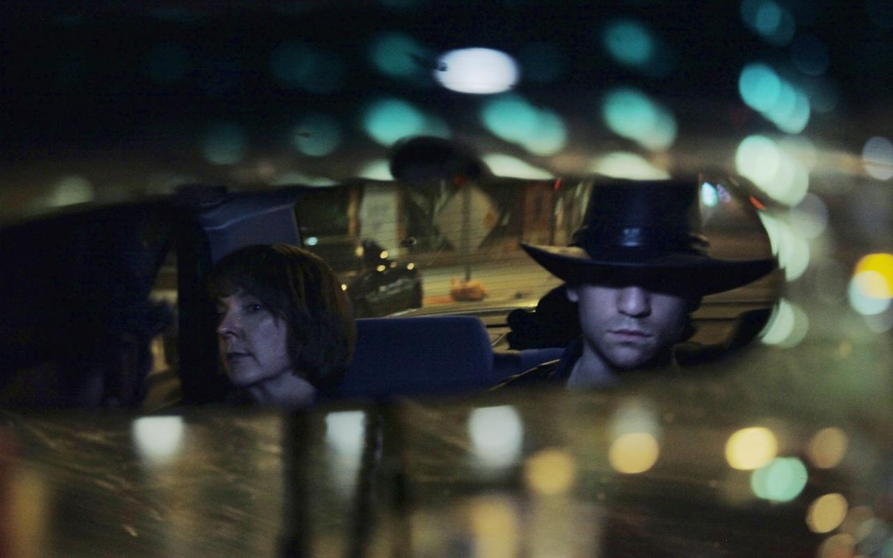 L'impostore: Adam O'Brian e Cathy Dresbach in una scena del film