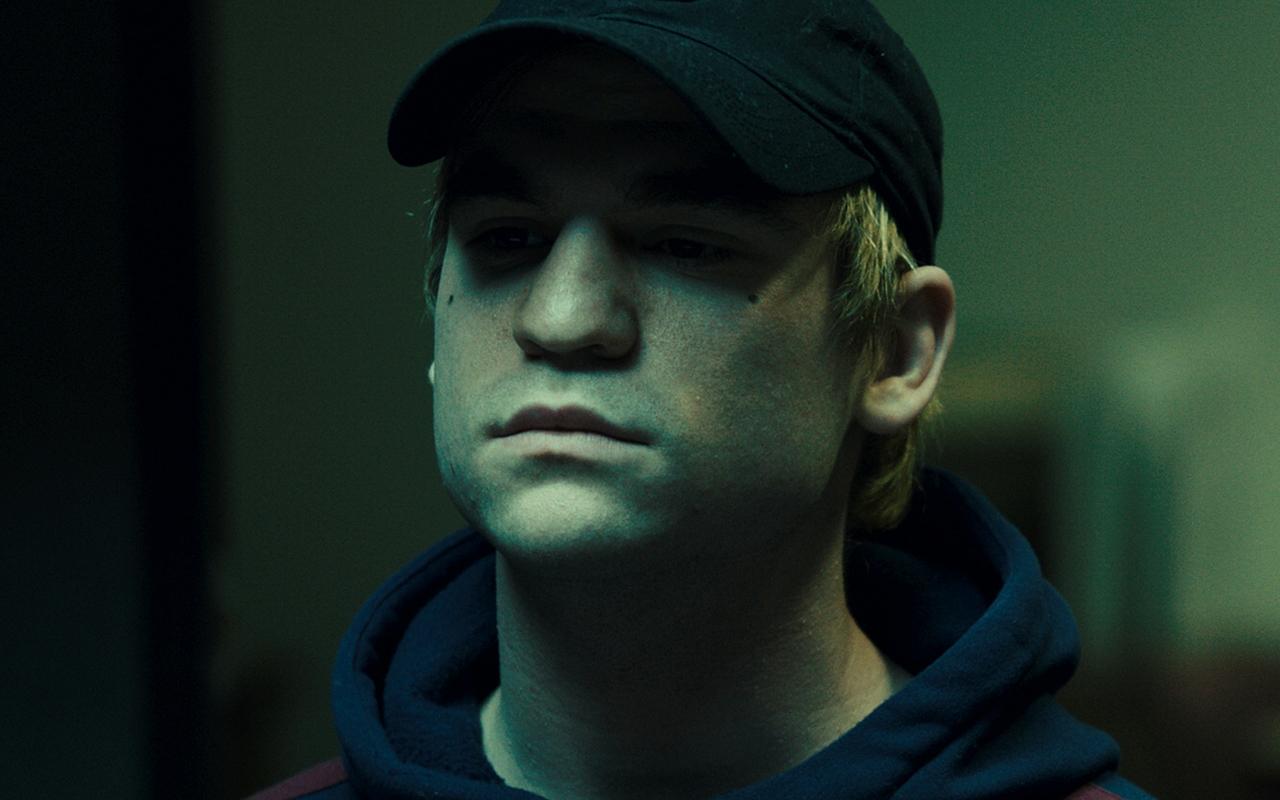 L'impostore: Adam O'Brian in una scena