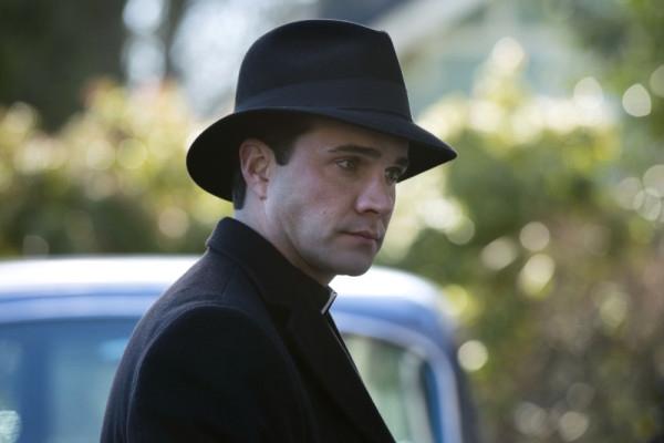 Supernatural: Gil McKinney in una scena dell'episodio Mother's Little Helper