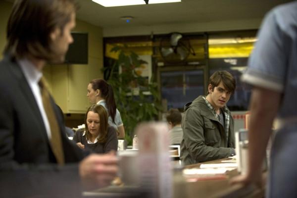 Supernatural: Jared Padalecki e Kurt Ostlund in una scena dell'episodio Mother's Little Helper