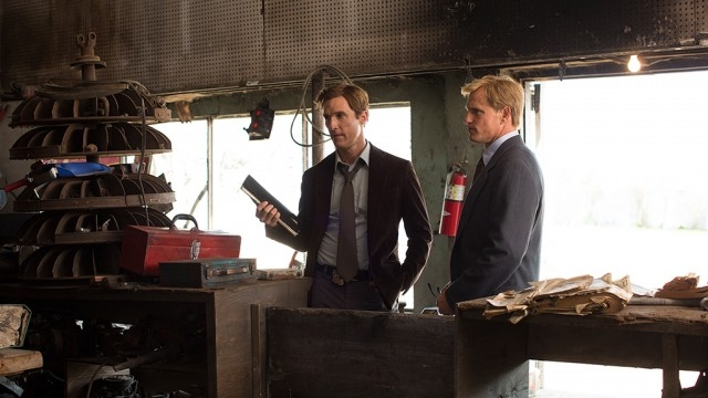 True Detective: Matthew McConaughey con Woody Harrelson nell'episodio Seeing Things