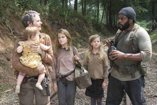 The Walking Dead: Melissa Suzanne McBride, Chad L. Coleman, Brighton Sharbino e Kyla Kenedy nell'episodio Il bosco