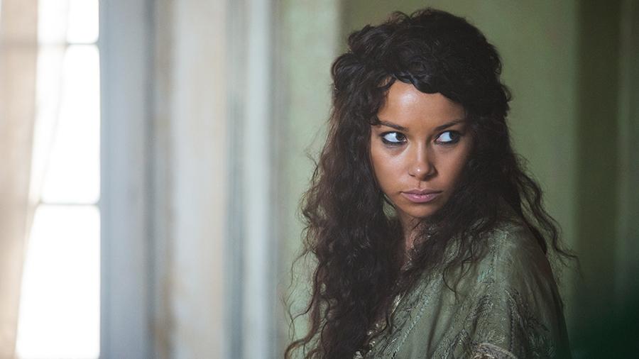 Black Sails: Jessica Parker Kennedy in una scena del secondo episodio della prima stagione