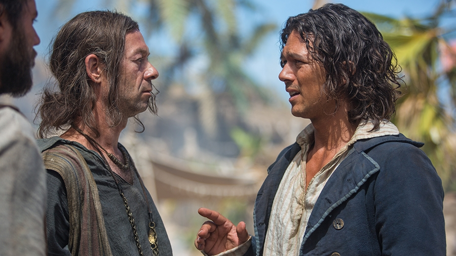 Black Sails: Luke Arnold in una scena del primo episodio della serie