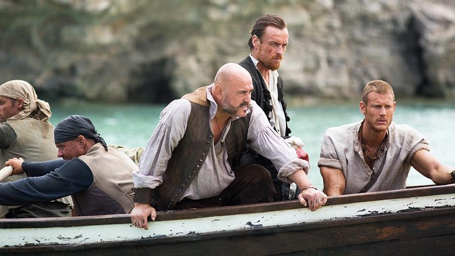 Black Sails: Tom Hopper e Mark Ryan in una scena del secondo episodio della prima stagione