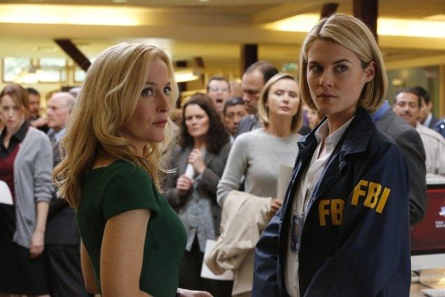 Crisis: Gillian Anderson e Rachael Taylor nel pilot della serie