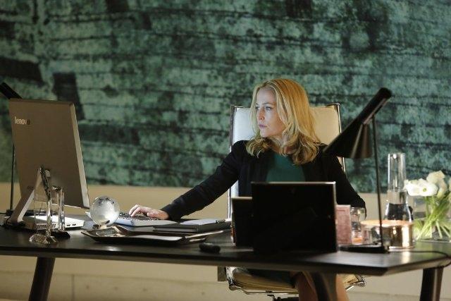 Crisis: Gillian Anderson in una scena del pilot della serie