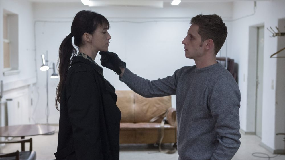 The Nymphomaniac - Part 2: Charlotte Gainsbourg con Jamie Bell in una scena del film