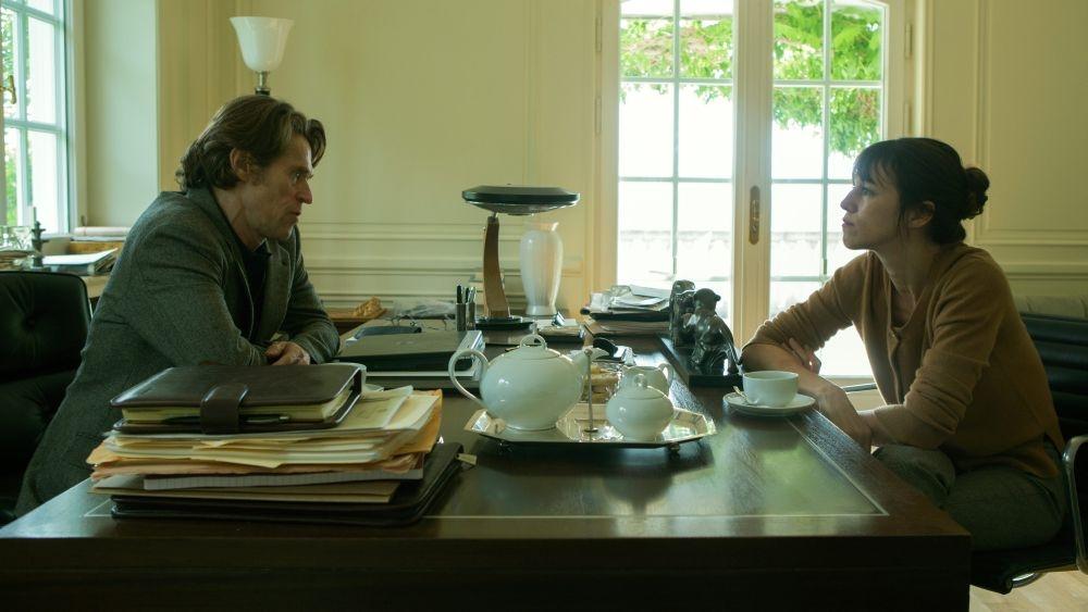 Nymphomaniac - Volume 2: Charlotte Gainsbourg insieme a Willem Dafoe in una scena del film