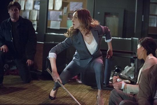 Arrow: Katie Cassidy in una scena dell'episodio Birds of Prey della seconda stagione